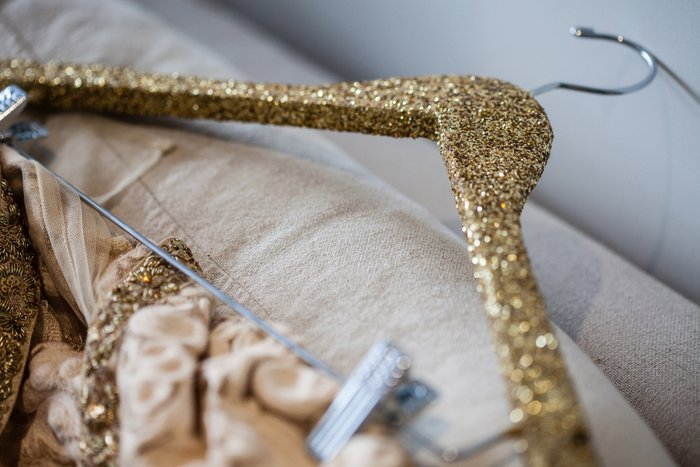 How to use glitter the grown up way at your wedding bling shine props for your pre wedding shoots solutioingenieria Images
