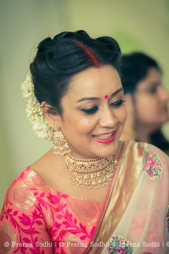 Images of simple hairstyle on saree