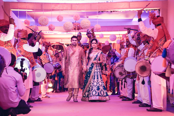 Bride And Groom S Grand Entrance: 15 Fun Bride & Groom Entry Ideas At The Reception That