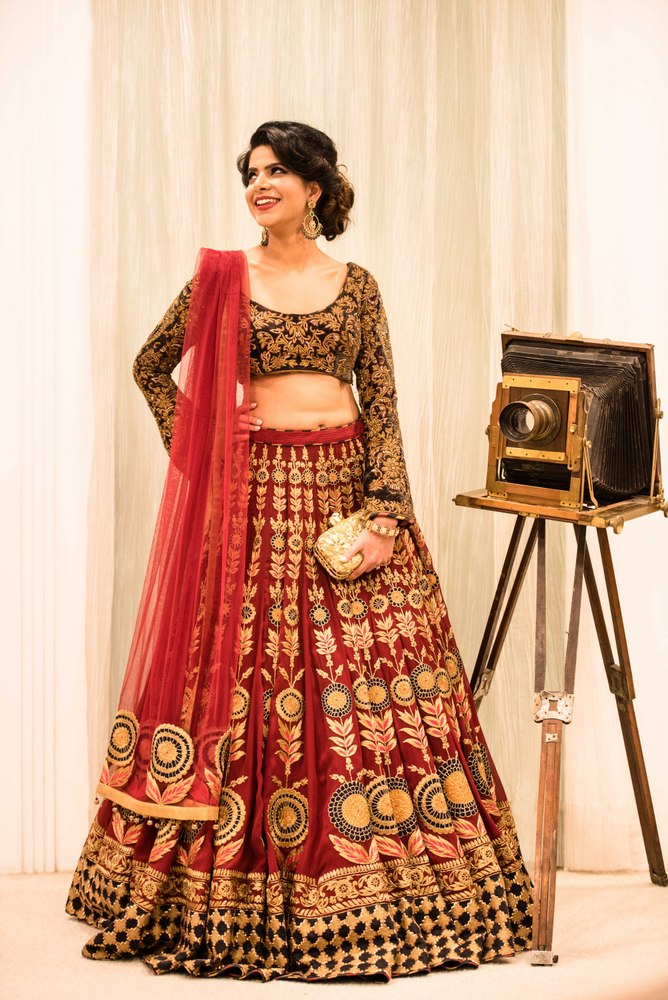 Wmg red carpet bride at divani the modern red and gold for Indian wedding dresses new york