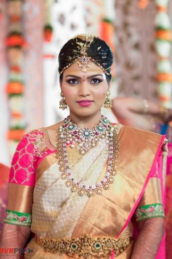 Telugu Wedding With Beautiful Bridal Jewellery in Tow