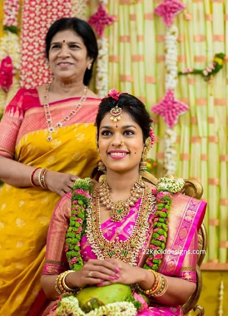 chiranjeevi-daughter-srija-pellikuthuru-function-jewellery