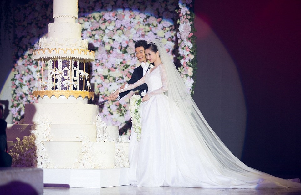 Angelababy-Wedding-Credit-Xinhua-Press