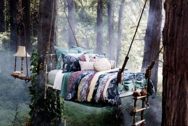 Hanging-bed-design-that-promises-a-romantic-getaway-from-the-world-below