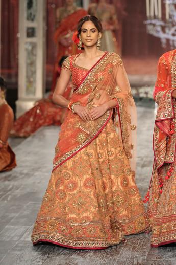 Tarun-Tahiliani-india-couture-week-bridal-dresses-15