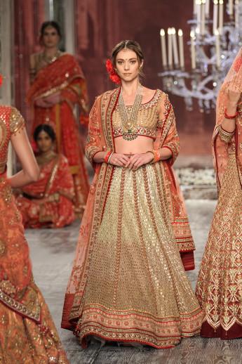Tarun-Tahiliani-india-couture-week-bridal-dresses-16