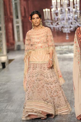 Tarun-Tahiliani-india-couture-week-bridal-dresses-8