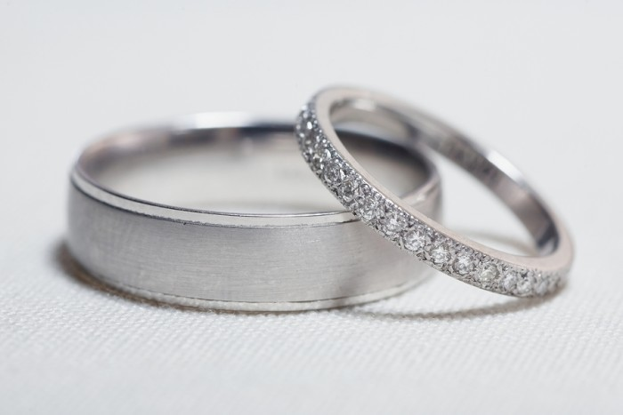 Propose to your life partner with gorgeous engagement rings available online at different budget,