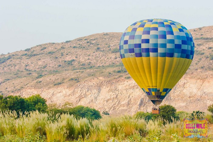 01-hot-airballoon-pre-weddingshoot-2