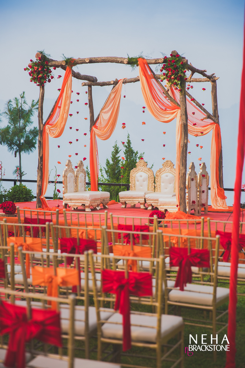 The most popular indian wedding decor trends we spotted on pinterest minimal mandaps 1470714885lowrespswedding51 junglespirit Image collections