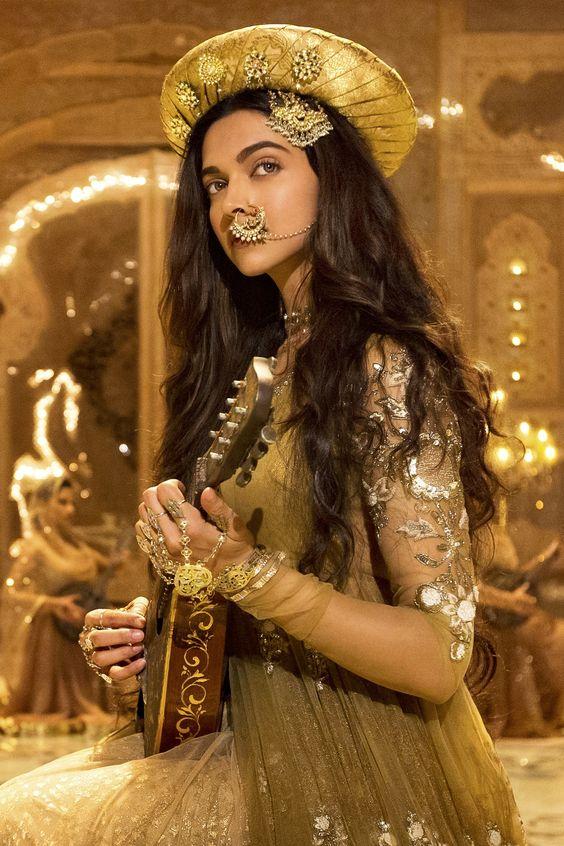 Unique Ways To Wear A Jhoomar At Your Wedding Mehendi Sangeet