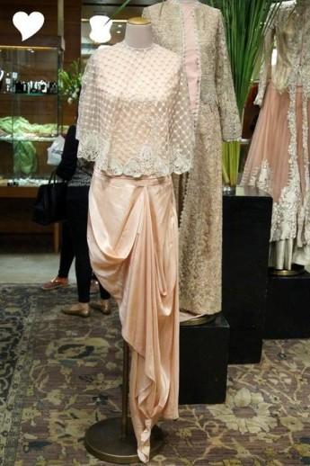 1425542916_1424257853_1-anamika-khanna-trousseau-outfits