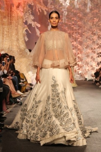 1459406580_Model_in_Manish_Malhotras_ELEMENTS_Collection_LFW3_345x517