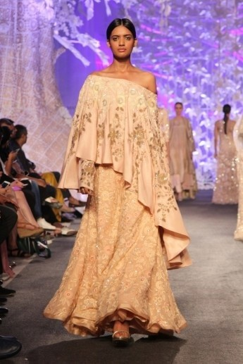 1459406581_Model_in_Manish_Malhotras_ELEMENTS_Collection_LFW7_345x517