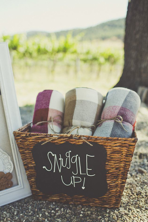 cosy-blankets-winter-wedding-favor-ideas-to-snuggle-up