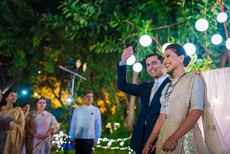 couple-portrait-entrance-wedding-photography-bangalore